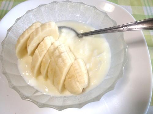 バナナとヨーグルトで食べる
