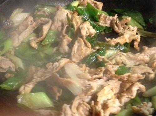 コストコの九条ネギと豚肉をベイリーブスで炒め、仕上がり