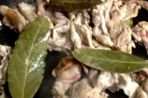コストコの九条ネギと豚肉をベイリーブスで炒め