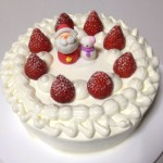スポンジケーキを作りから本格的な?クリスマスケーキが遂に完成しました!
