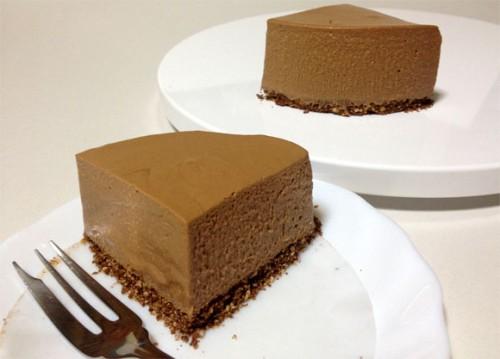 手作りチョコレートチーズケーキ完成して切り分けします
