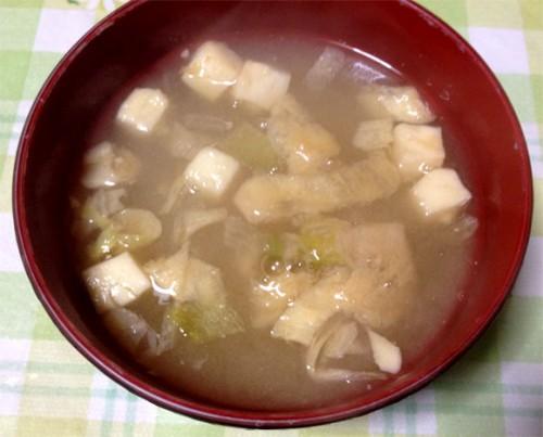 マルコメ 京懐石 味噌汁セットの豆腐のフリーズドライにお湯を注ぐと