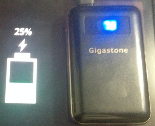 gigastoneモバイルバッテリー使用中