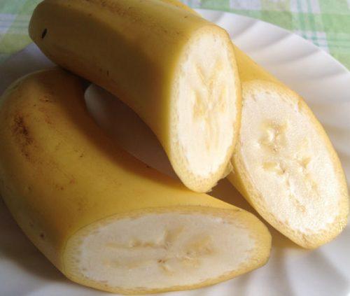 イオンのTOPVALUのバナナ「熟れっ子バナナ」を切ると
