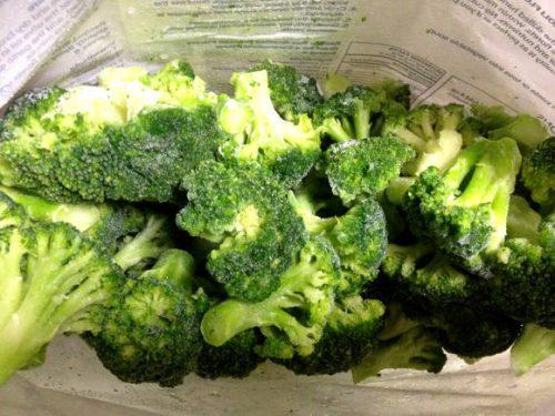 冷凍ブロッコリーの袋の中