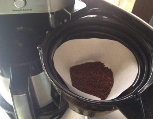 コーヒーフィルターをセットする