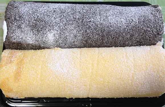 コストコの米粉のスイスロールを購入しました。