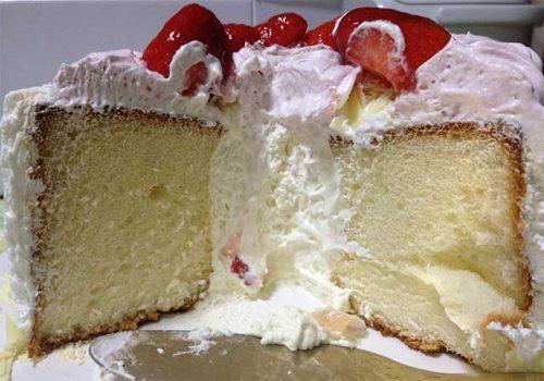 丸形ケーキの中心にマスカルポーネのクリームが詰まっているカタチ